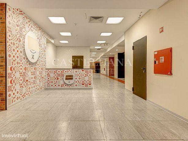 Loja com 789 m2 em zona privilegiada no centro das Avenid...
