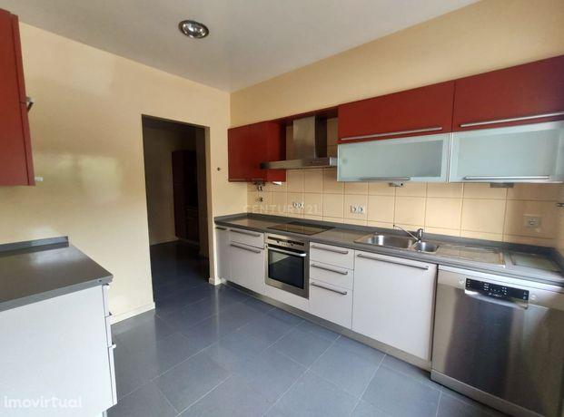 Apartamento T3 com Garagem || Centro da Cidade de Leiria
