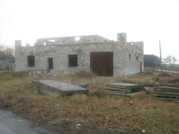 Продам участок с недостроеным домом