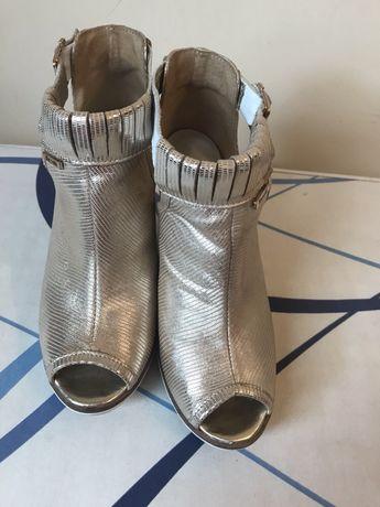 Złote skórzane buciki