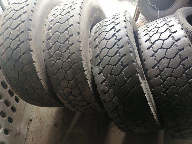 Продам грузовые шины бу 285/70R19,5 SAVA .