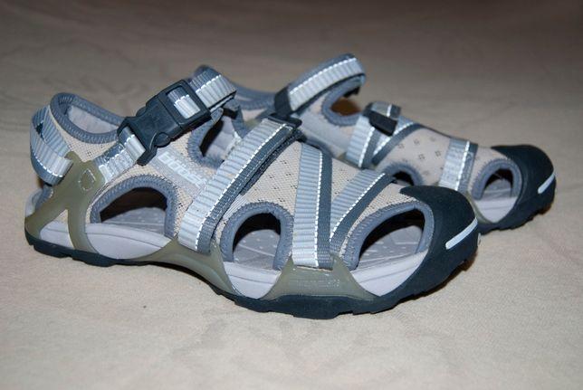 Трекинговые сандалии швейцарского бренда Spring boost