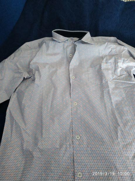 Новая рубашка на подростка.