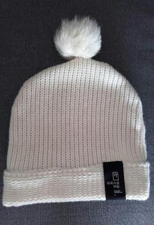 wełniana czapka GRAB ME z króliczym pomponem biała jak nowa futrzana