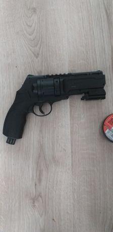 Pistolet na co2.