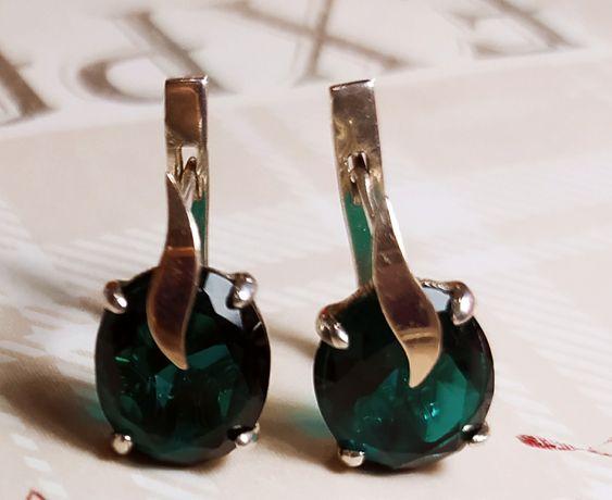Серебряные серьги с золотыми вставками с зелёным кварцем