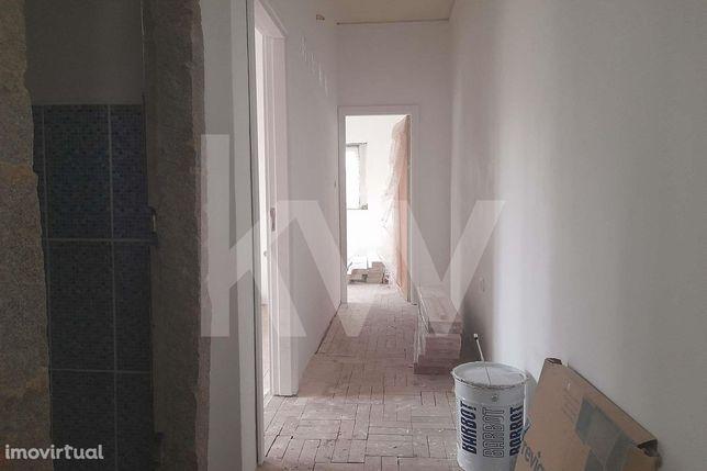 Apartamento T2, no centro da cidade de Albergaria-a-Velha, para venda.