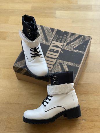 Зимние белые ботинки