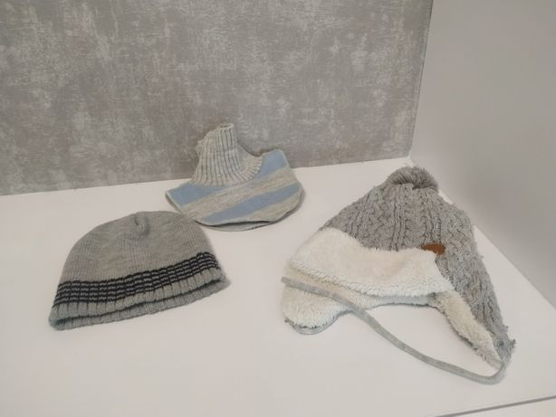 Dwie czapki i komin