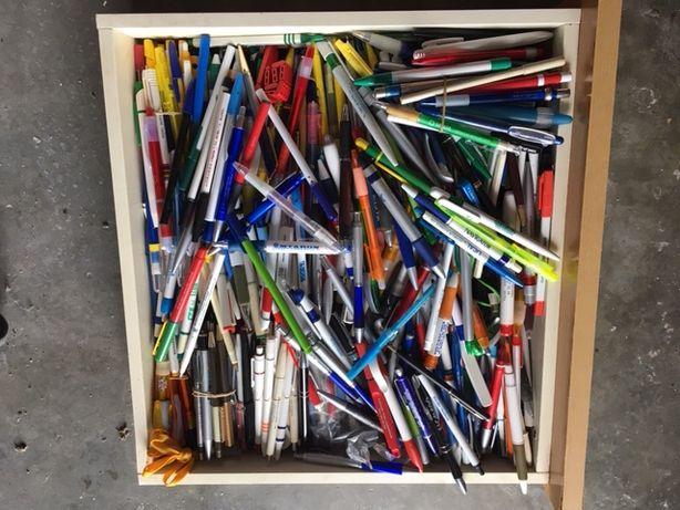 Coleção de 681 canetas publicitárias
