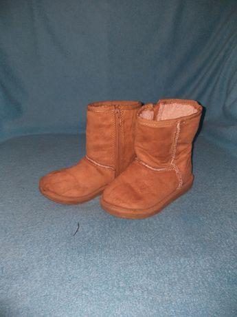 Взуття угги