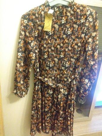 Sukienka uniwersalna w drobne kwiatuszki z paskiem