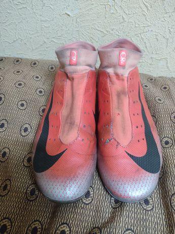 Продам бутсы Nike CR7
