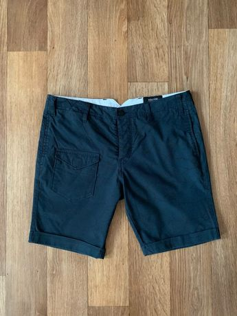 Классные оригинальные  шорты Volcom