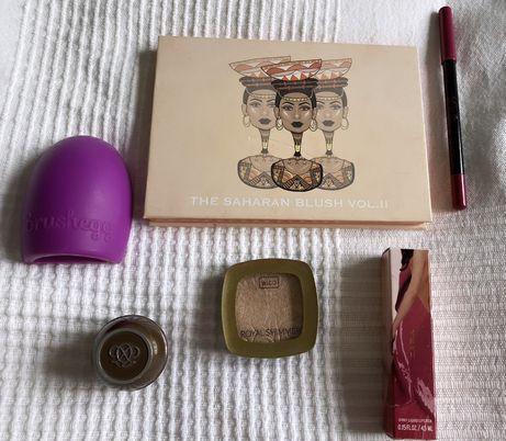 Zestaw kosmetyków do makijażu paletka róży,rozświetlacz,pomadka,brush
