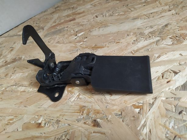 Rygiel zamek maski AUDI Q3