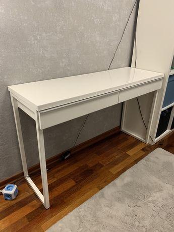 Białe, lakierowane biurko / toaletka Ikea BESTÅ BURS