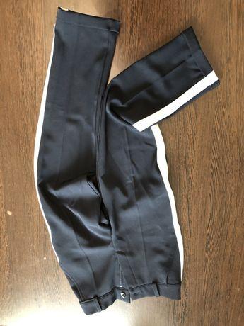 Школьные брюки на девочку 146-150см. Состояние новых
