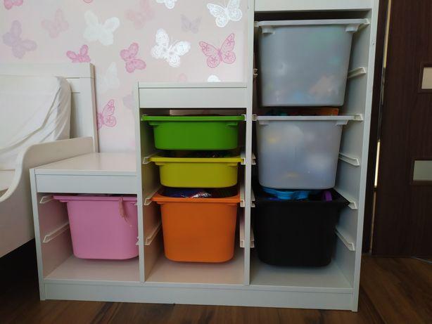 Regał Trofast IKEA z pojemnikami
