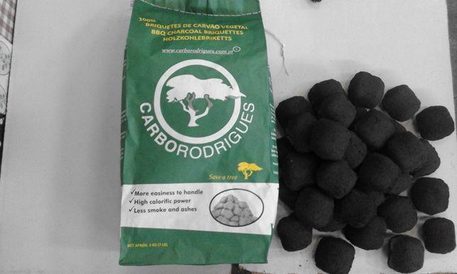 Briquetes de carvão vegetal