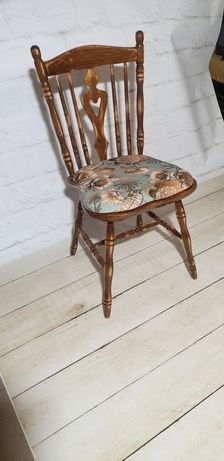 4 Krzesła drewniane, lakierowane, wysokipołysk, tapicerka welurowa