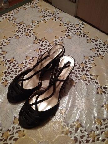 Продаются туфли (итальянские) женские (новые)