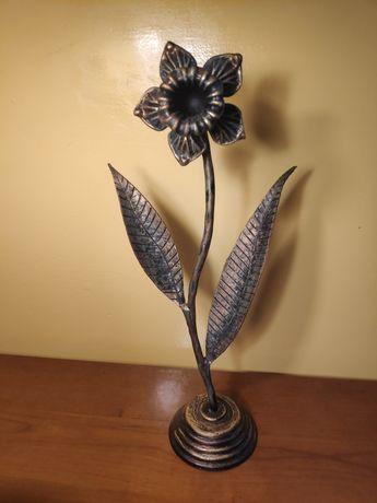 Metaloplastyka kwiat żonkil . Bardzo ładny.