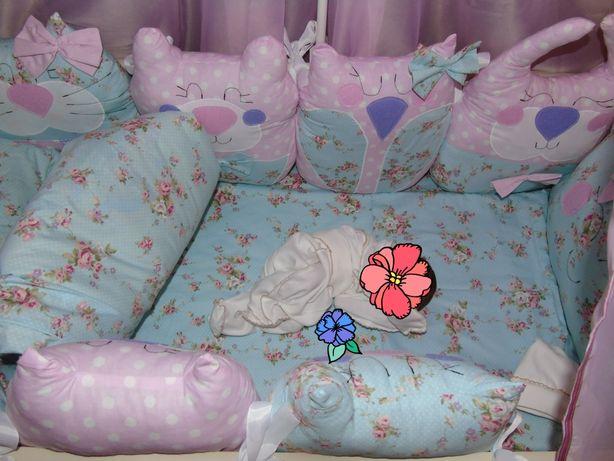 Защитный бортик на кроватку
