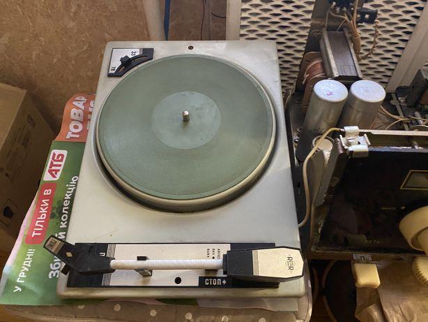 Запчасти от Ригонды рабочий грамофон проигрыватель виниловых пластинок