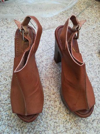 Sandálias lindas e muito confortáveis