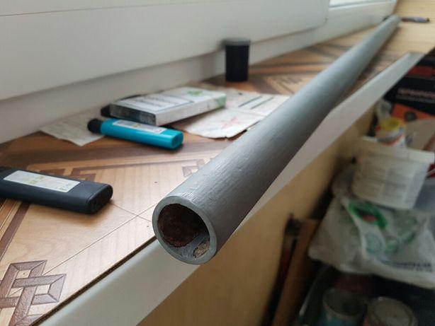 Продам ровную железную трубу. длинна 120см.