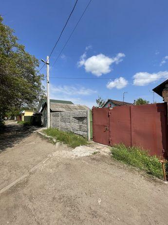 Продам 2 дома на участке 8 соток металлургов с выходом на 2 улицы