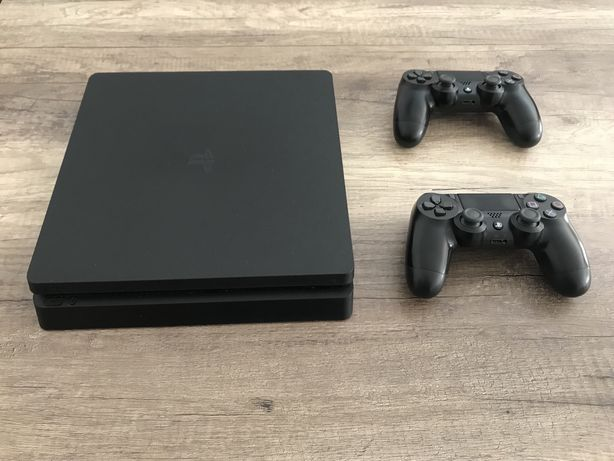 PS4 Slim (500 GB) + 2 comandos