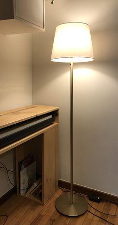 Candeeiro Ikea SKAFTET com abajur branco SKOTTORP e lampada Led