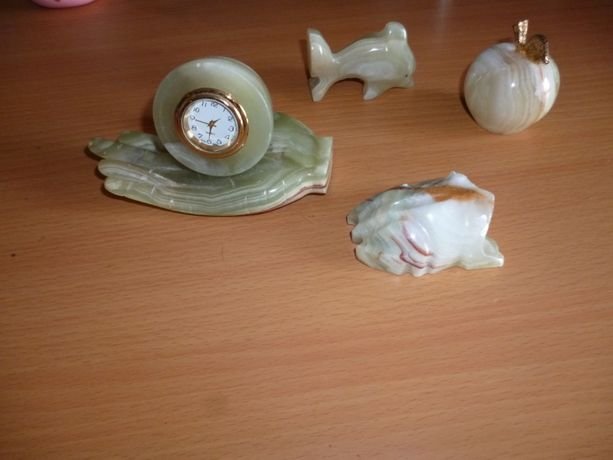 часы ладонь Оникс яблоко лягушка рыбка сувенир