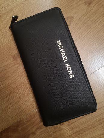 Czarny duży portfel