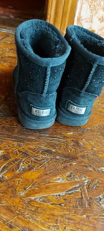 Дитяче взуття для дівчинки.