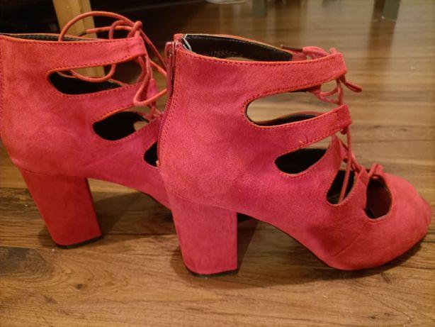 Nowe buty czerwone