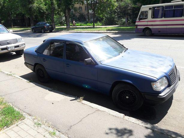 Mersedes-Benz e260 газ бензин 1988 года Plasti Dip