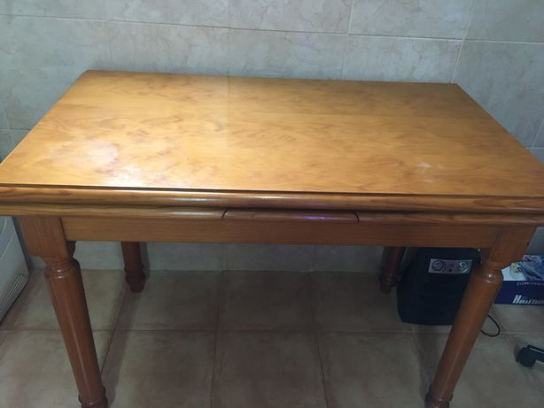 Mesa em pinho mel