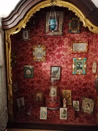 Oratório antigo Sec XVII, com interior forrado a ceda.