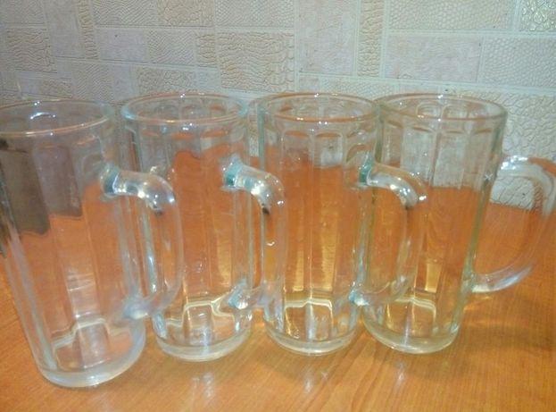 Пивні келихи кружки бокали чашки