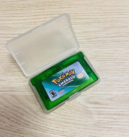 Pokemon emerald version na gameboy