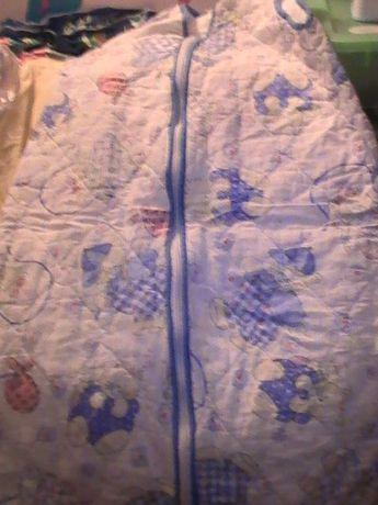 Śpiworki niemowlęce do łóżeczka bądź wózka