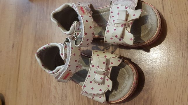 Sandałki rozmiar 21