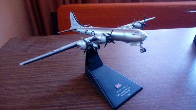 Repliki modele pojazdów w oryginalnych pudełkach też samoloty