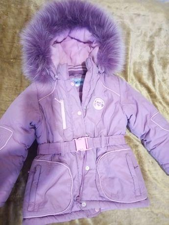 Теплая курточка для девочки в отличном состоянии