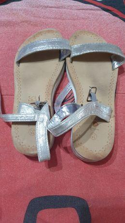 Sandálias de crianças