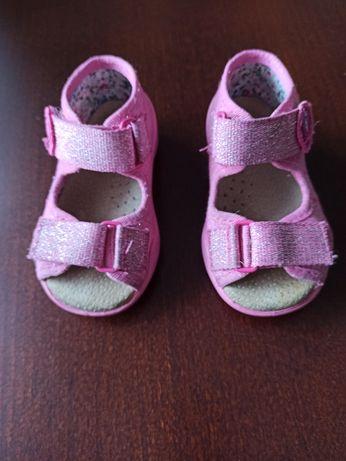 Sandałki Befado rozm. 19, papucie, kapcie