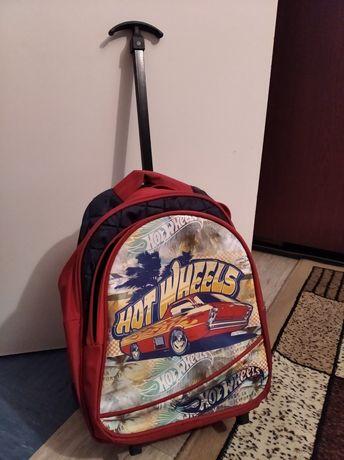 Рюкзак с ручкой и на колесиках в отличном состоянии